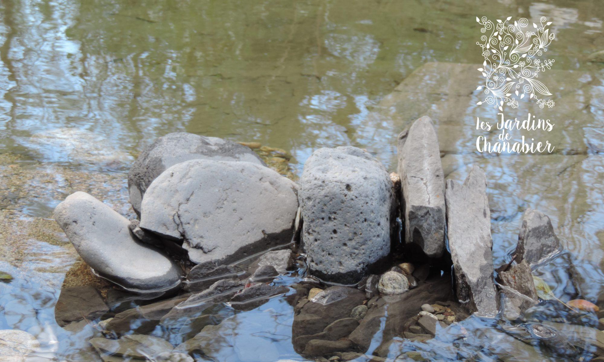 Pierres dans l'eau